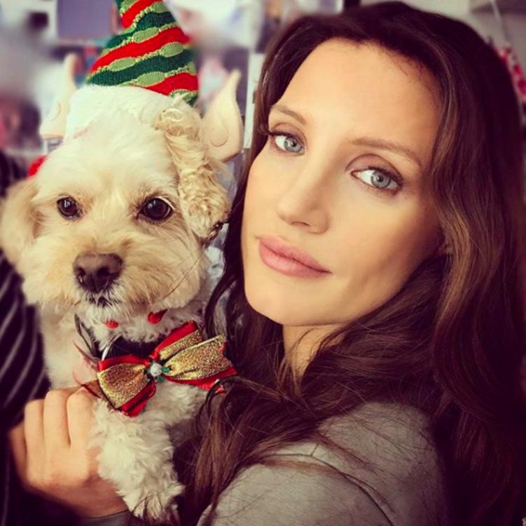 Джессика Честейн с собакой Чаплином