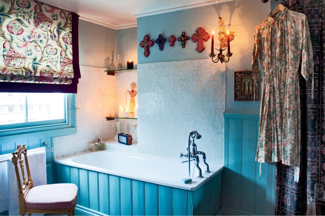 Бирюзовая ванная в доме Флоренс Уэлч. Фото: Тим Беддоу, Vogue, 2013