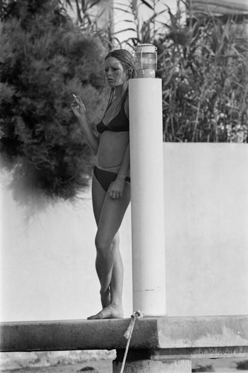 Брижит Бардо в сексуальных бикини фото
