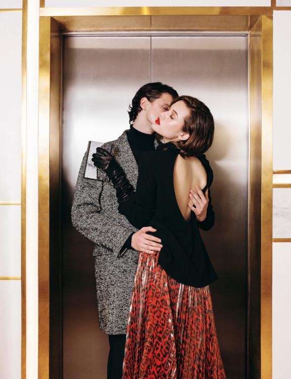 На нем: костюм Karl Lagerfeld, на ней: жакет Diane Von Furstenberg и юбка Alice & Olivia