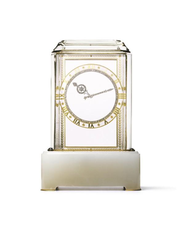 «Загадочные»настольныечасы.«Модель А» Cartier, Париж, 1914 г. Платина, золото, агат, горный хрусталь, четыре сапфировых кабошона, бриллианты, эмаль Cartier продал самые первые «загадочные» часы «МодельA» в 1912 г.
