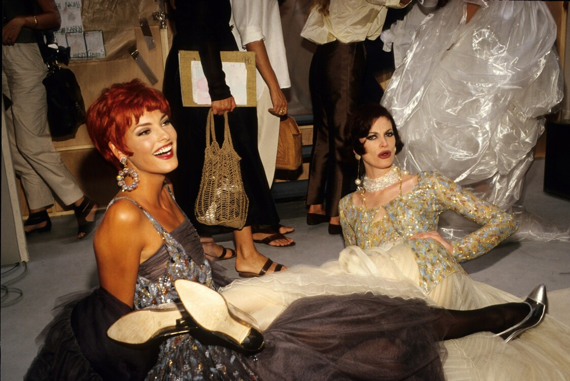 Линда Евангелиста и Кристи Макменами на бекстейдже шоу Chanel