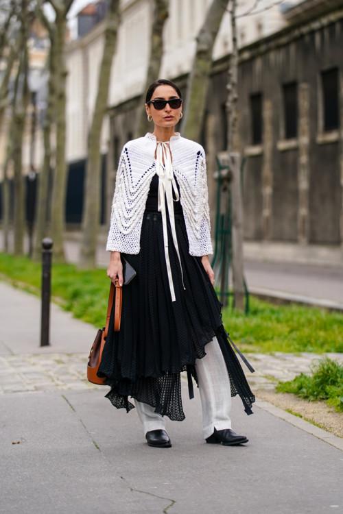 Как носить платье поверх брюк стритстайл фото лето 2020 фото