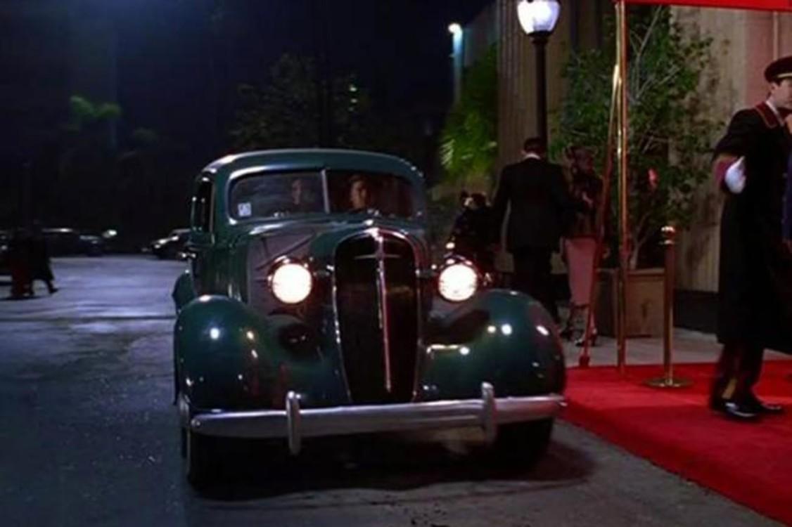 """Cadillac Fleetwood Series 75 (1940) был автомобилем магната-миллиардера Говарда Хьюза, роль которого исполнил Леонардо Ди Каприо в драме """"Авиатор"""" (2004). Photo: Warner Bros."""