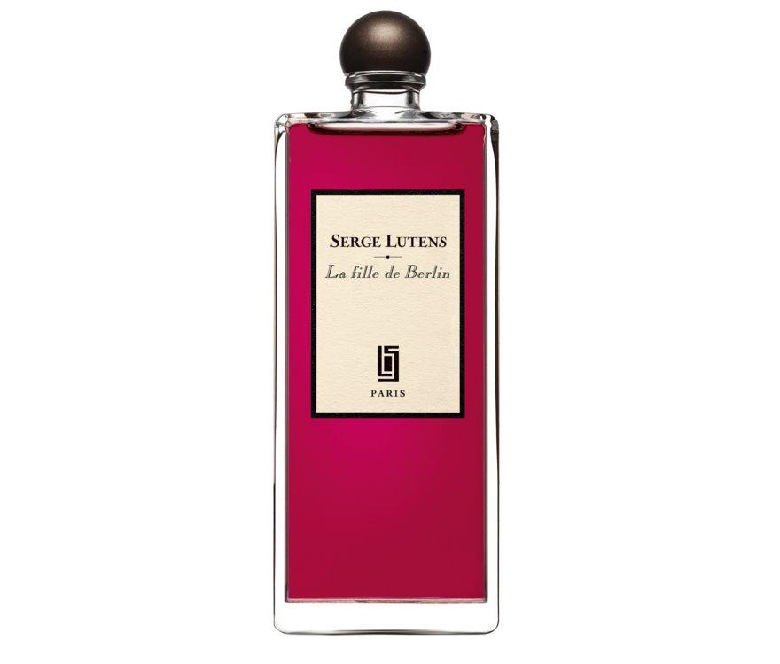 La Fille de Berlin Serge Lutens – аромат для мужчин и женщин. Он пахнет словно только что сорванные лепестки свежей алой розы, пару которой составляет гвоздичный перец