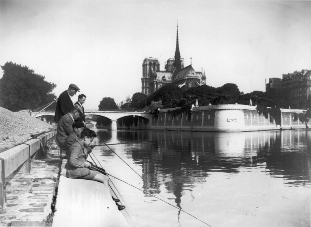 Рибалки на набережній Турнель
