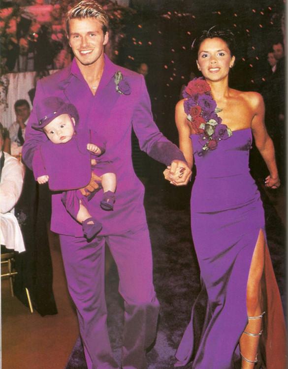 Виктория Бекхэм после церемонии в церкви сменила белый наряд Vivienne Westwood на пурпурный Antonio Berardi