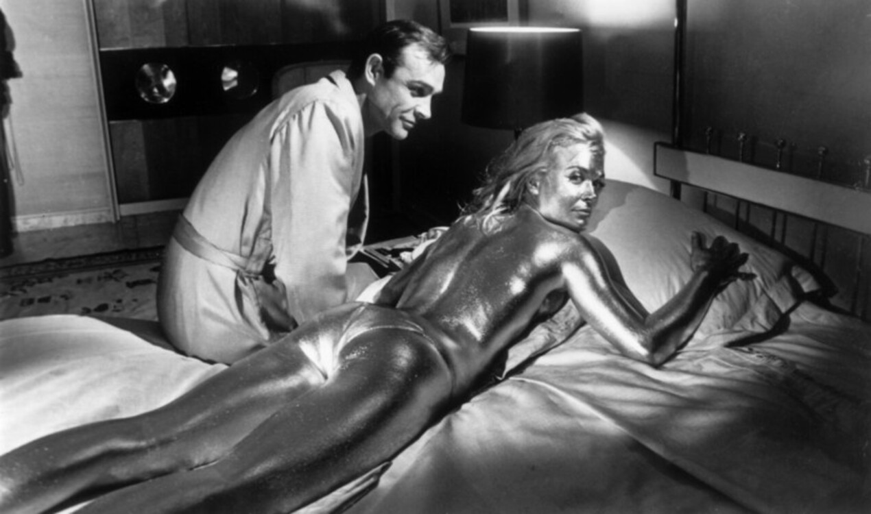"""Шон Коннери и Ширли Итон во время съемок """"Голдфингера"""", 1962"""