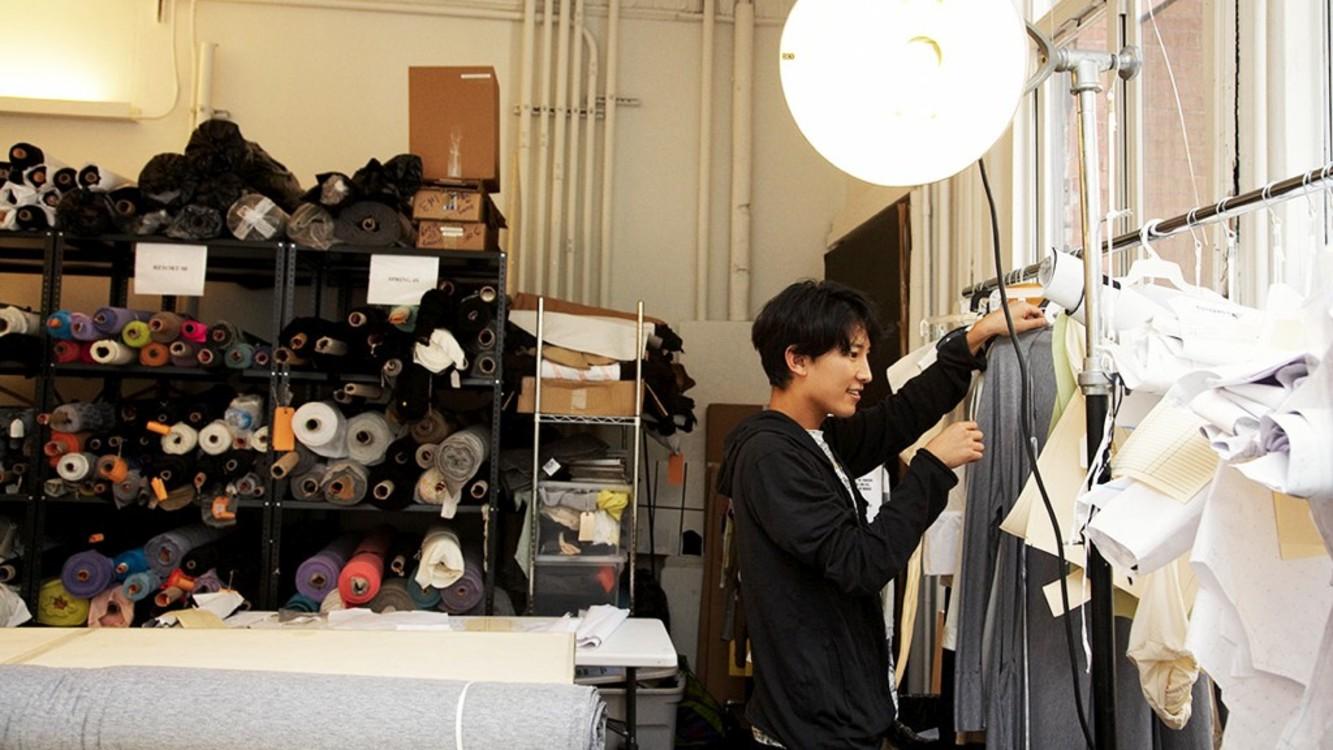Александр Вэнг в своем офисе в Сохо, Нью-Йорк, 2008 год