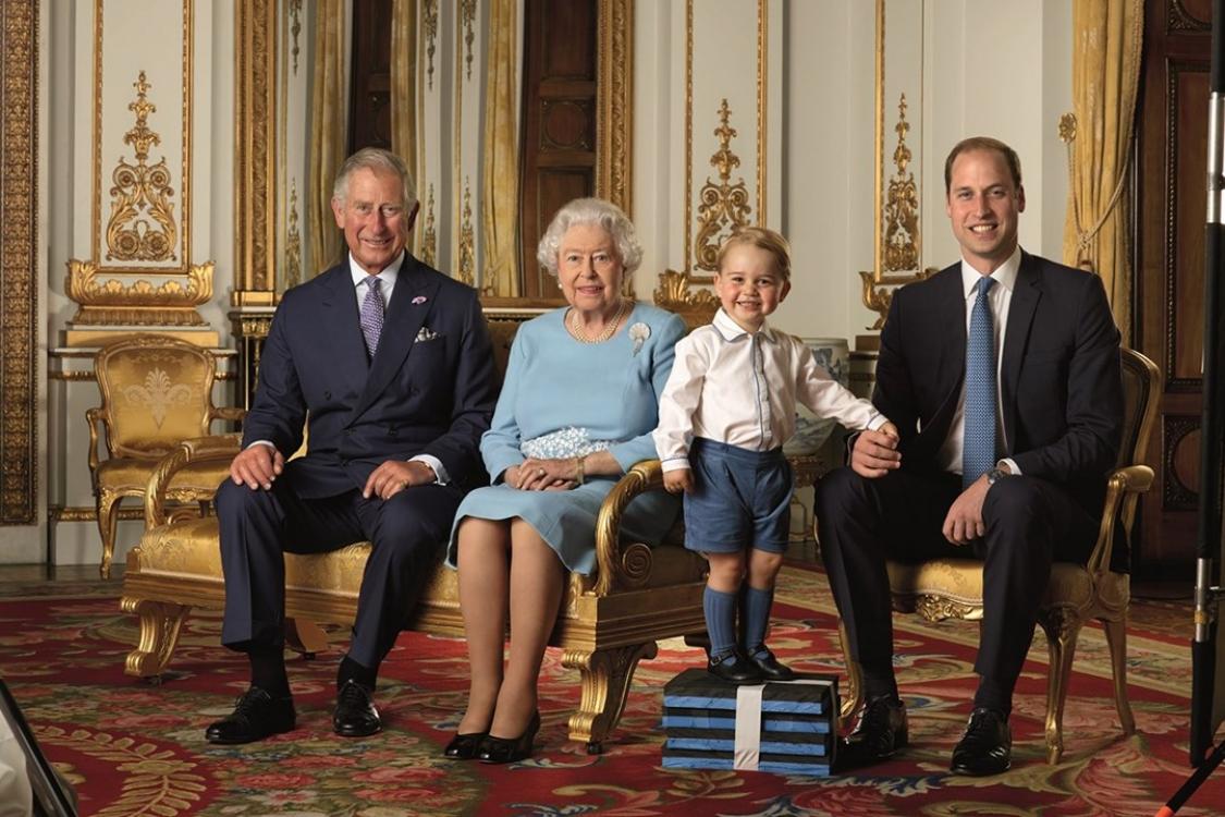 Четыре поколения британских монархов на официальном портрете в честь 90-летнего юбилея королевы Елизаветы II