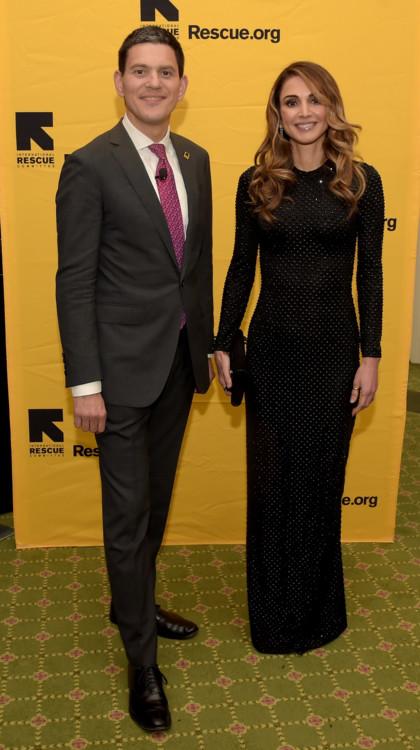 Президент Международного комитета спасения Дэвид Милибэнд и королева Иордании Рания аль-Абдулла на обеде Международного комитета спасения в отеле Waldorf Astoria 2 ноября 2016 года в Нью-Йорке