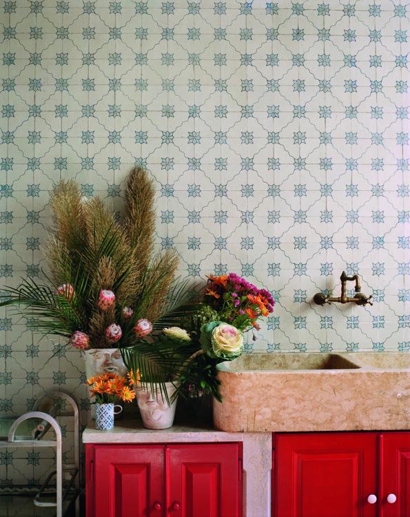 Цветочная комната, где Руй Фрейташ составляет композиции из цветов.