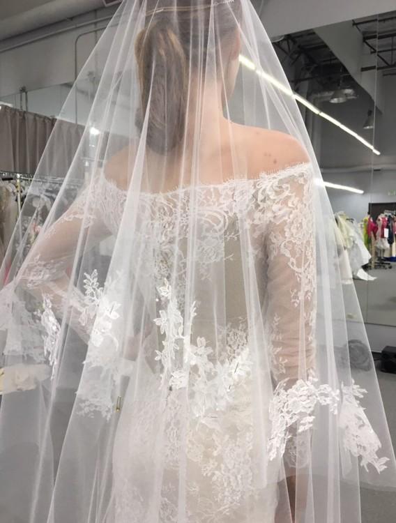 В ателье Monique Lhuillier во время работы над свадебным платьем