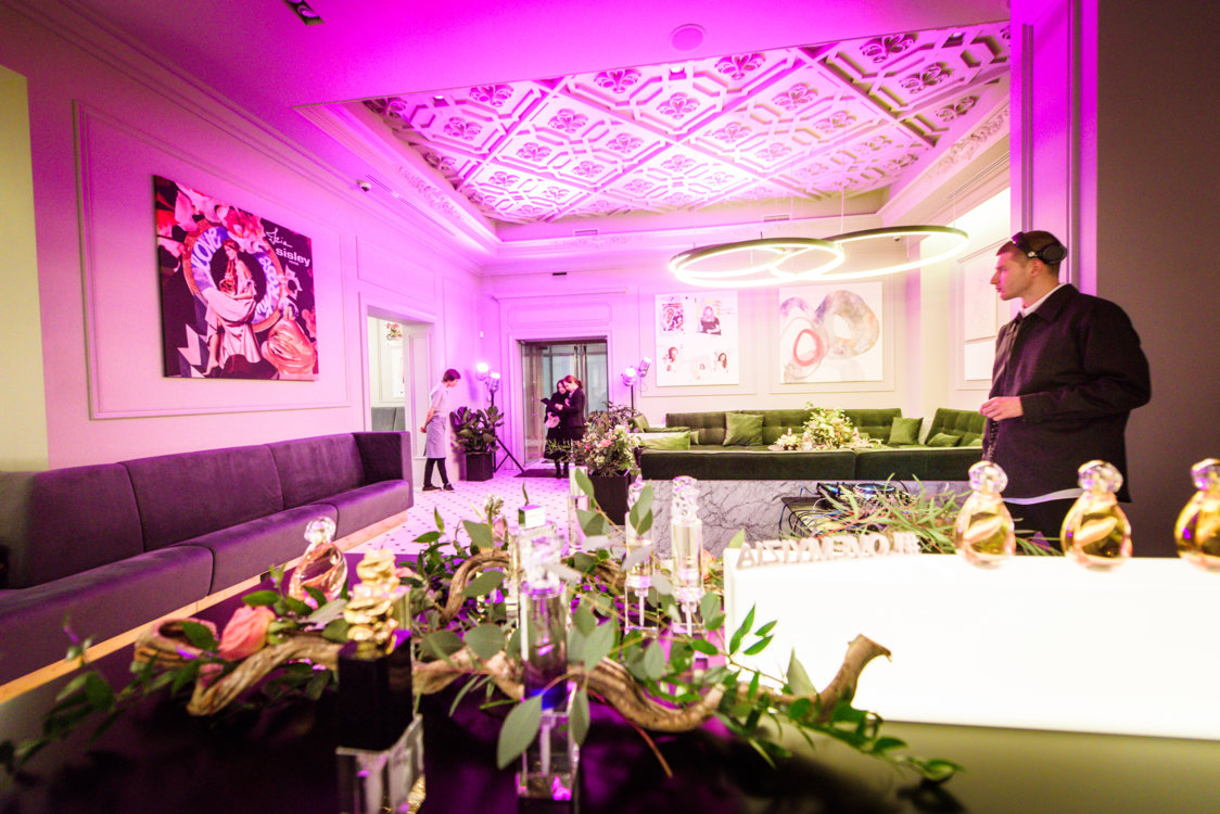 Весеннюю атмосферу вечера поддержал элегантный DJ-сет от саунд-дизайнера MYKYTA