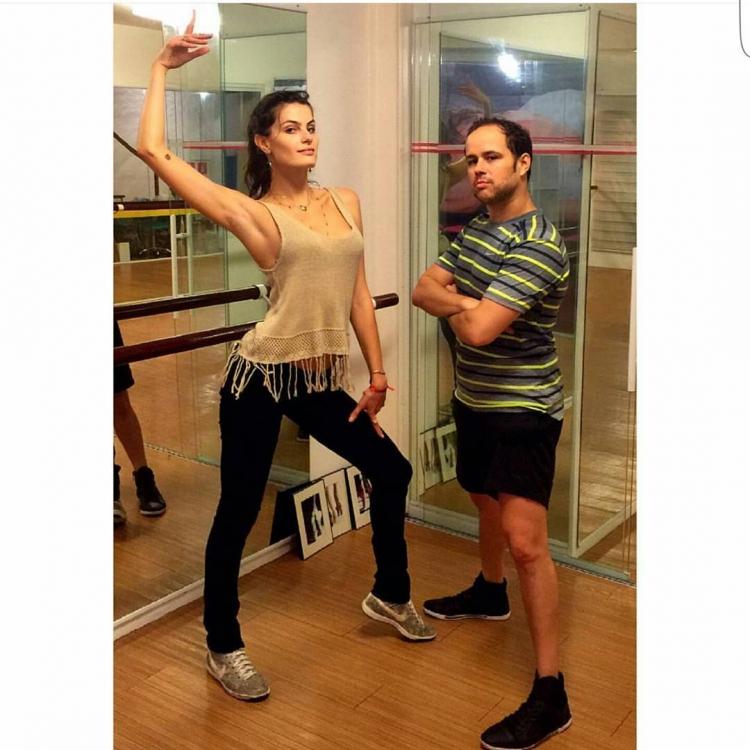 Изабели Фонтана в качестве тренировок предпочитает танцы