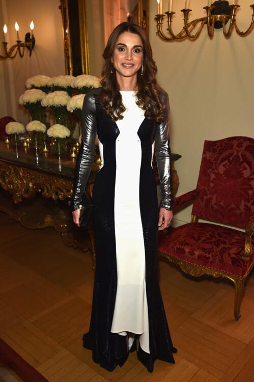 Королева Иордании Рания на коктейльном приеме Bloomberg & Vanity Fair после ужина WHCA 2015 в резиденции посла Франции 30 апреля 2016 года в Вашингтоне, округ Колумбия