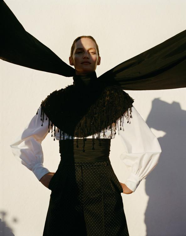 Блуза из поплина, кашемировый джемпер, атласная юбка, все – Prada