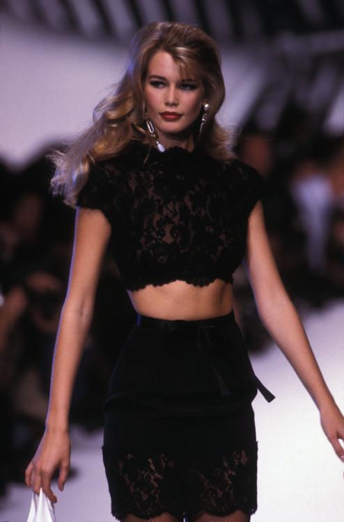 Клаудиа Шиффер во время показа Valentino весна-лето 1992