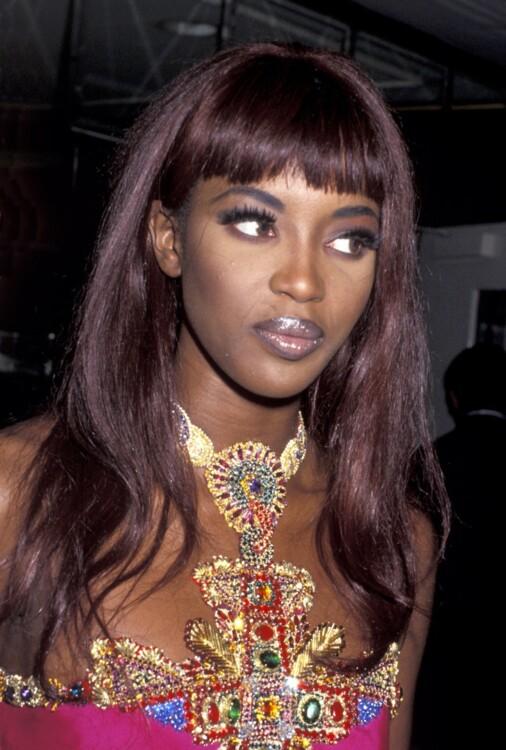 Наоми Кэмпбелл в платье Versace на вечеринке в Лос-Анджелесе в феврале 1991 года