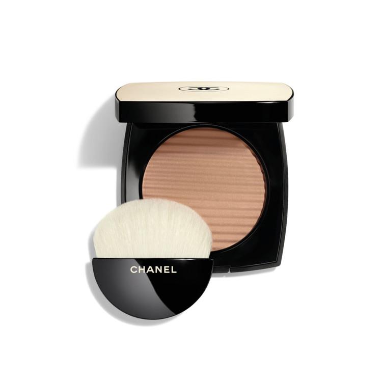 Пудра с эффектом естественного сияния кожи Les Beiges Healthy Glow Luminous Color оттенка Medium, Chanel