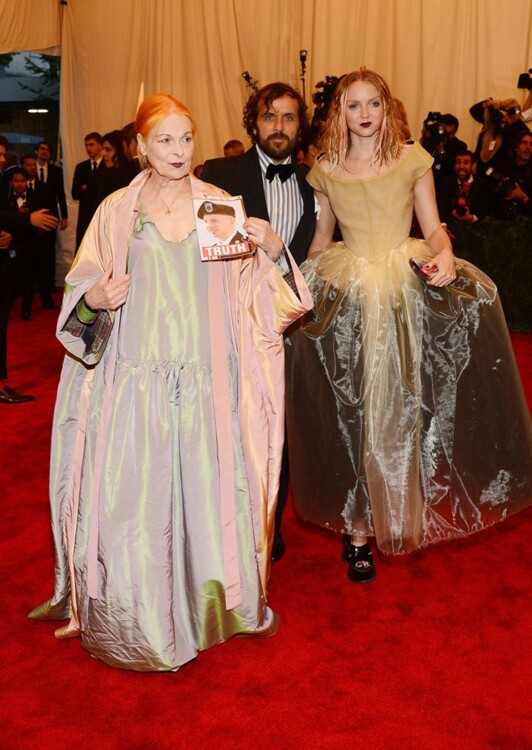 Вивьен Вествуд и Лили Коулin в Vivienne Westwood, MET Gala 2013