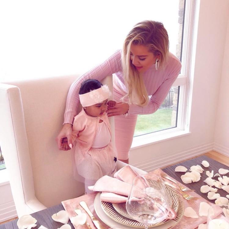 Хлои Кардашьян с дочкой