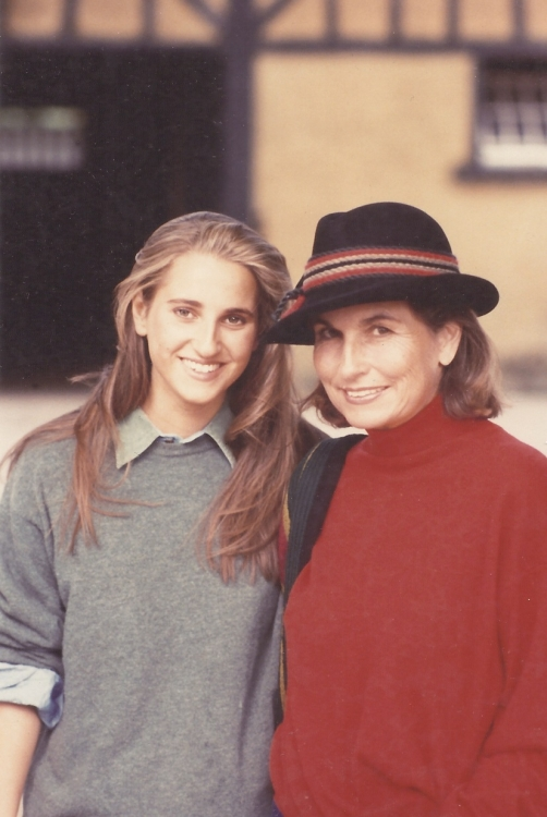 Изабель д'Орнано с юной Кристин, нынешним Вице-Президентом и членом Правления Sisley
