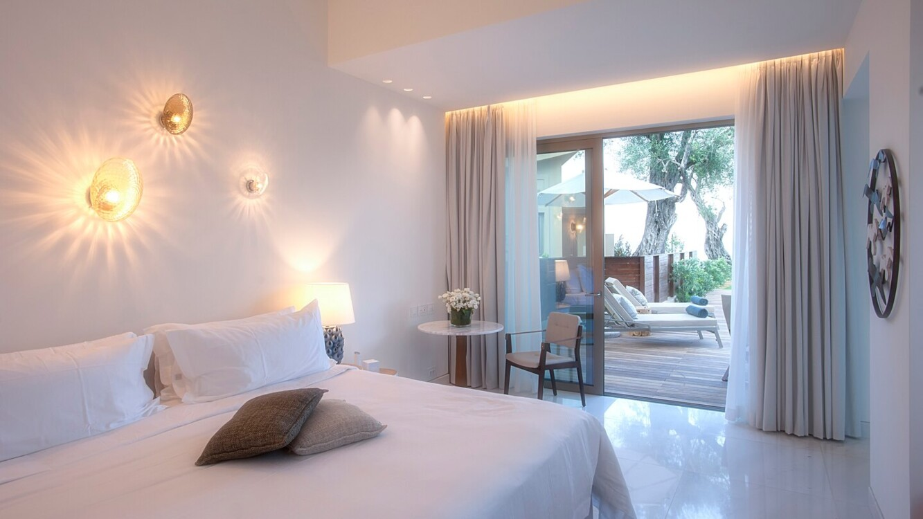 King Suit в Domes Miramare, a Luxury Collection Resort, на острові Корфу
