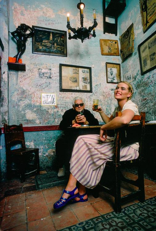 Марго Хемингуэй и Анхель Мартинес, владелиц кафе La Bodeguita del Medio в Гаване в 1978 году