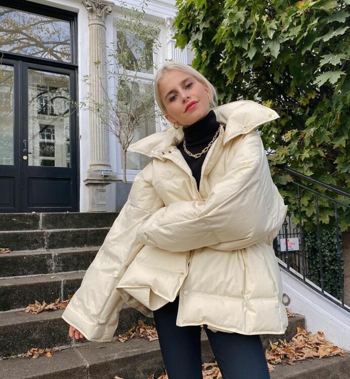 С чем носить бежевый пуховик этой зимой стритстайл фото идеи фото