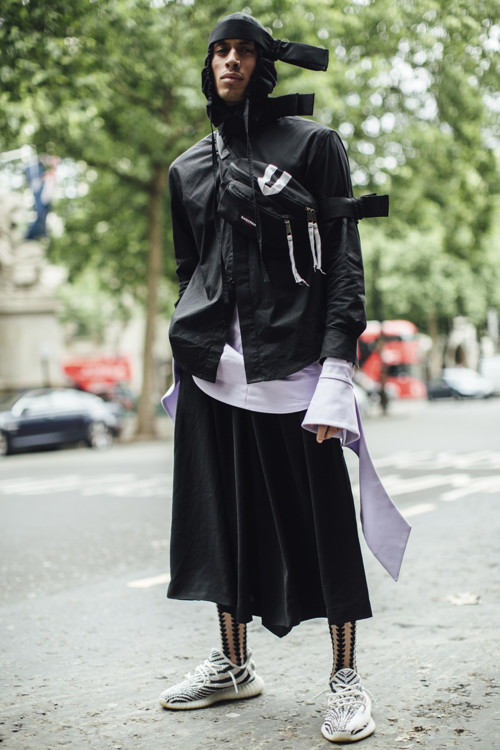 Streetstyle  Неделя мужской моды в Лондоне, весна-лето 2018   Vogue ... 22b2d423273