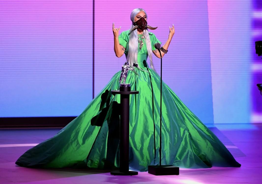 Леди Гага в платье Christopher John Rogers