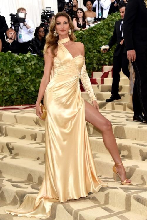 Жизель Бюндхен в Versace на Met Gala 2018