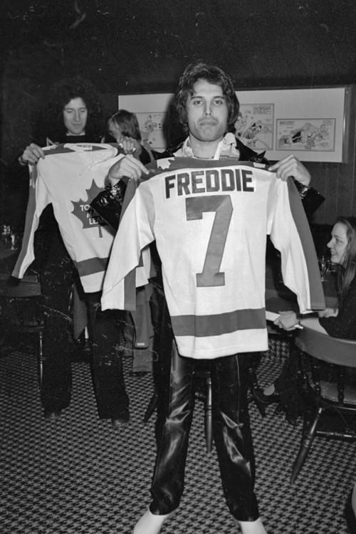 Брайан Мэй и Фредди Меркьюри в Монреале, 1977
