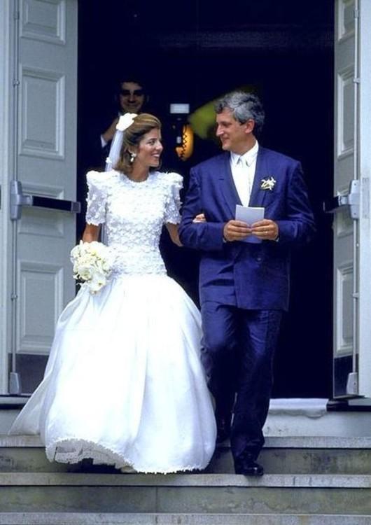 Вона була дизайнером весільної сукні Керолайн Кеннеді