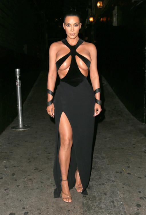 Ким Кардашьян и винтажные платья