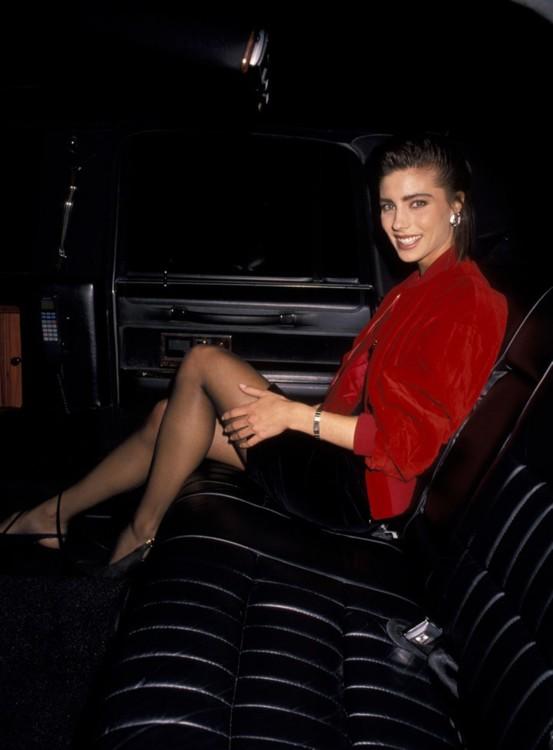 Дженнифер Флавин на открытии магазина Versace в Нью-Йорке в апреле 1990 года