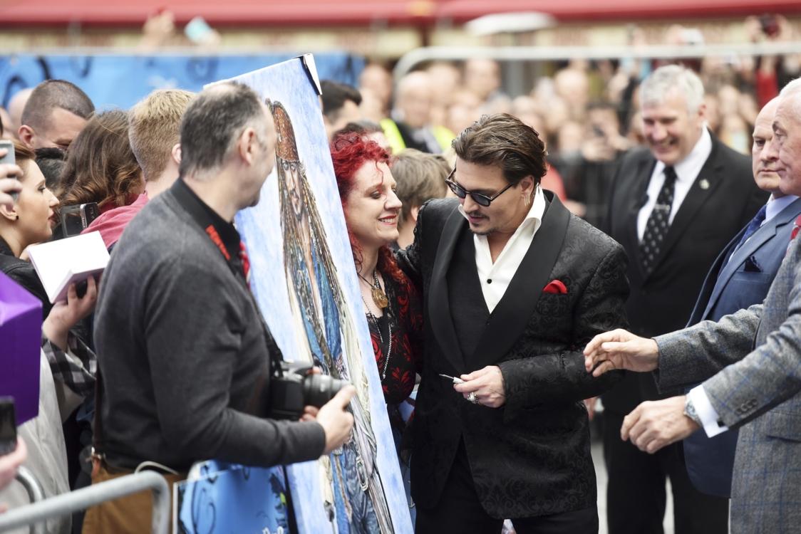 Джонни Депп с поклонниками