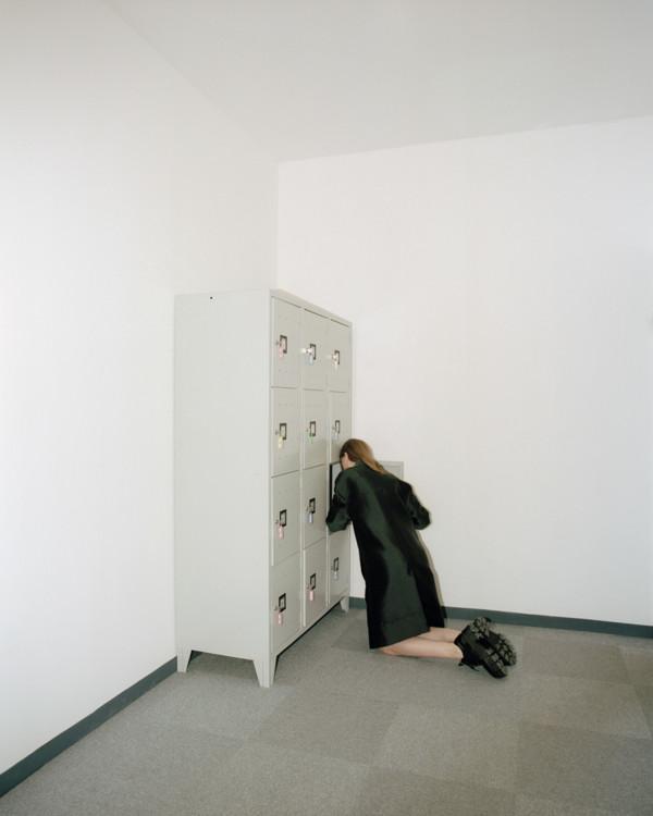 Пальто из технической ткани, N°21 by Alessandro Dell'Acqua; кожаные туфли, Prada