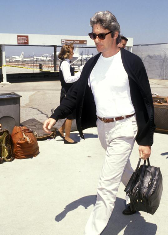 Ричард Гир в международном аэропорту Лос-Анджелеса, 1990