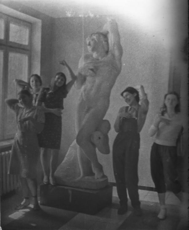 Яна Быстрова с однокурсницами в Киевском художественном институте, вторая половина 1980-х годов.