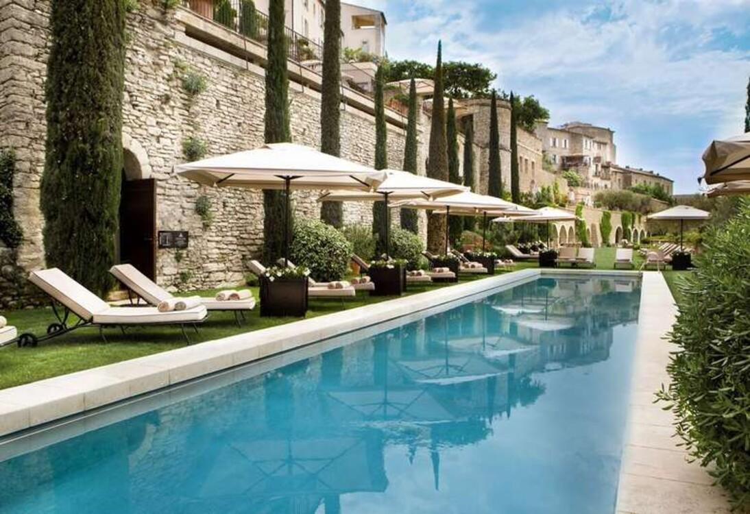 Бассейн в отеле Bastide de Gordes