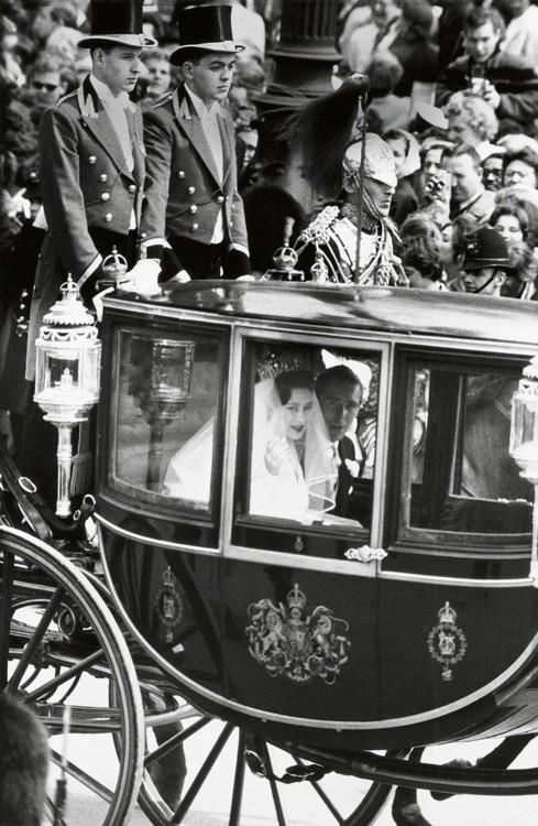Принцеса Маргарет і Ентоні Армстронг-Джонс, лорд Сноудон, в день їхнього весілля, 1960 рік