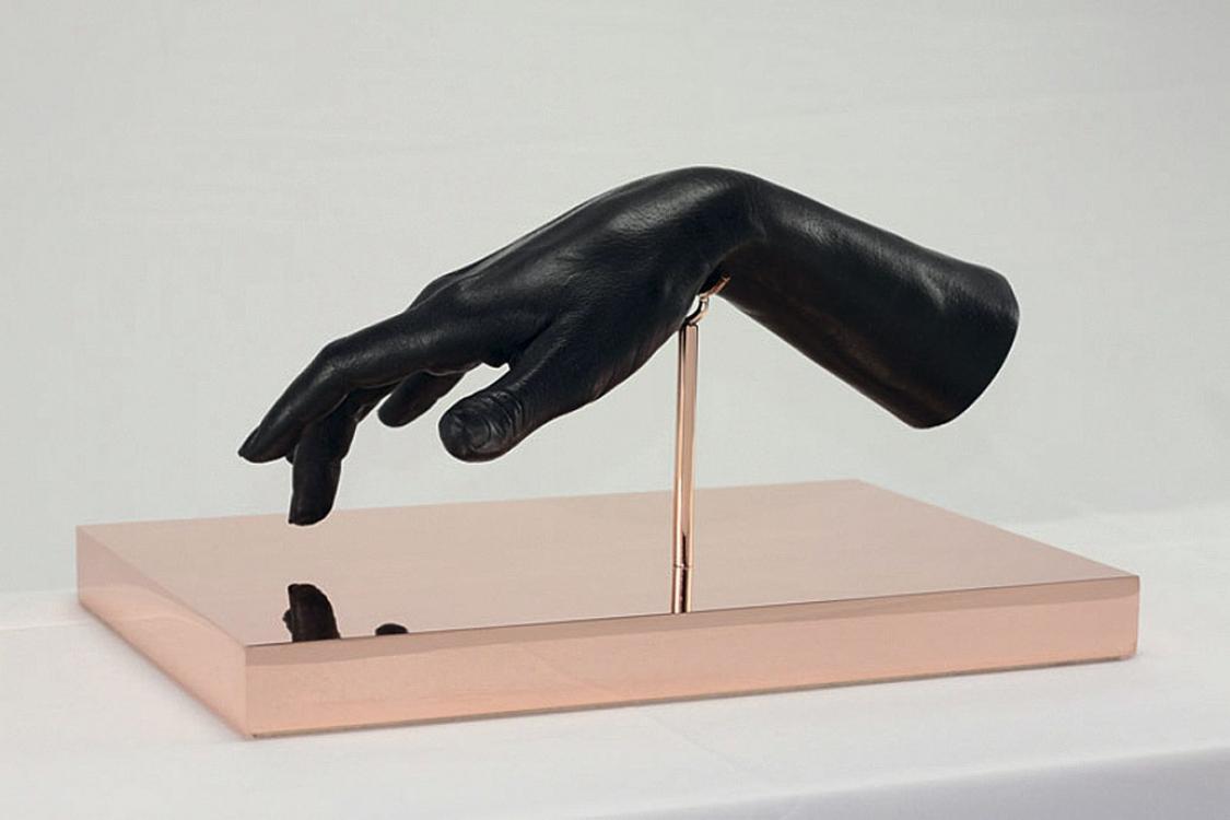 «Черная рука», воск, медь, 2013
