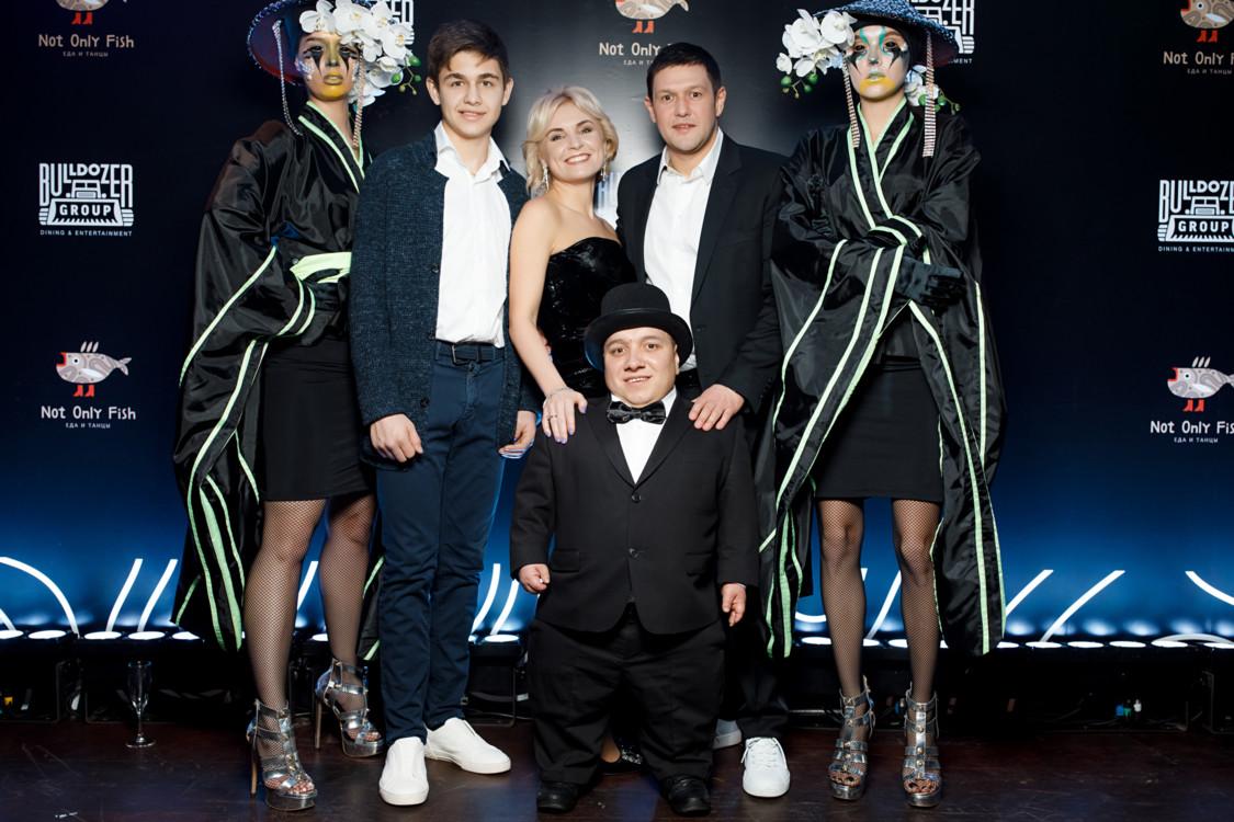 Денис Лялин с супругой Александрой и сыном Евгением