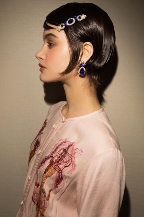 Платье KLIMCHUK, сумка SIMONE ROCHA (helenmarlen.com), украшения SIMONE ROCHA (helenmarlen.com), обувь CHLOE, носки - собственность стилиста