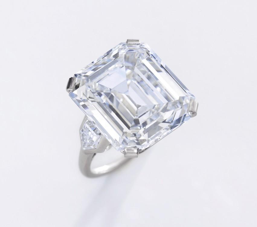 Лот 314- Important diamond ring D colour VS1 Clarity, Sotheby's