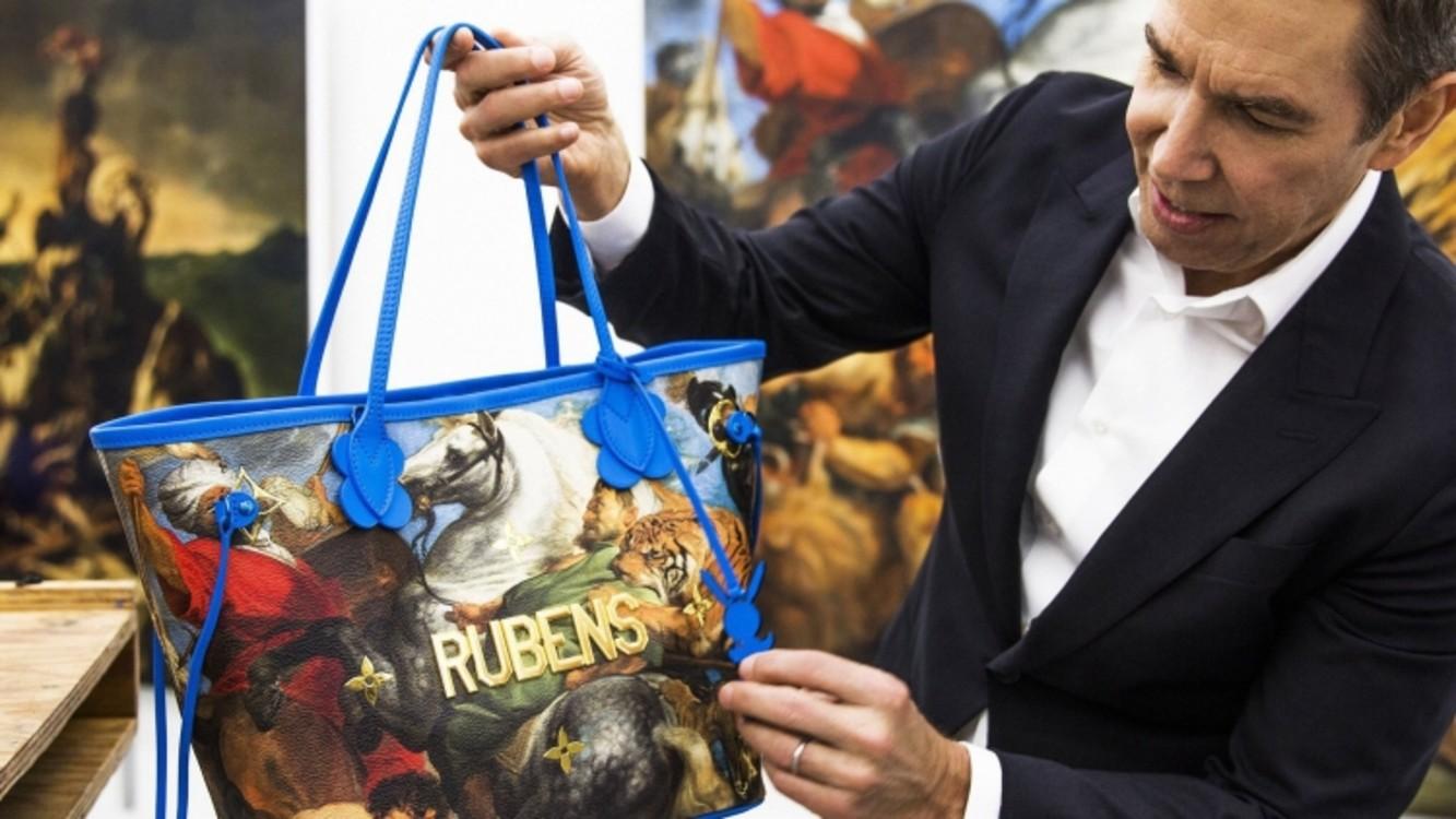 Джефф Кунс показывает сумку из новой коллекции Louis Vuitton