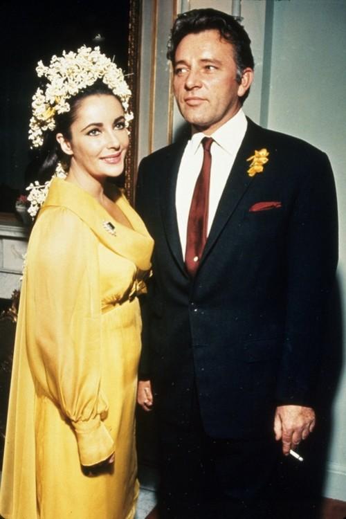 Элизабет Тейлор в желтом платье Irene Sharaff и украшениях Bulgari