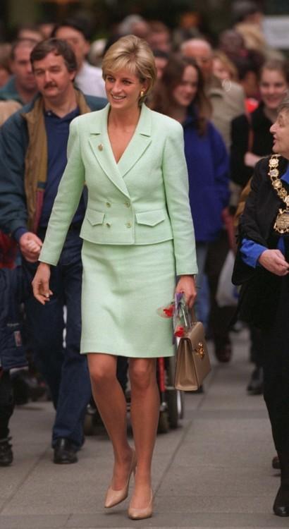 Принцесса Диана в костюме Chanel